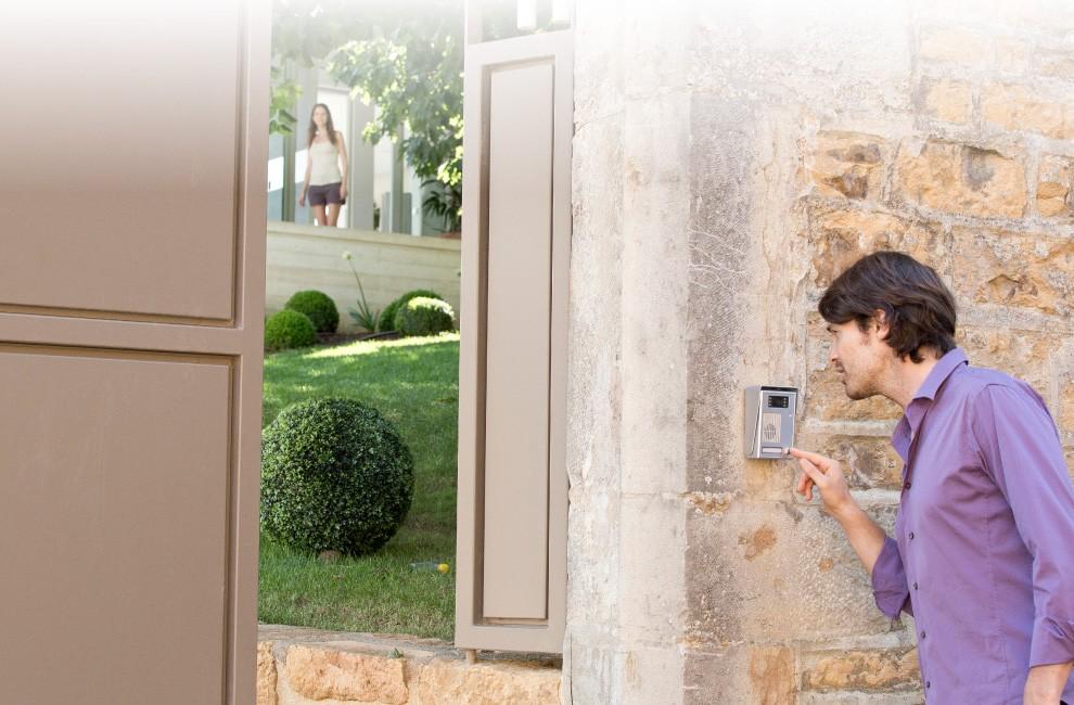 Кто-то звонитв Вашу дверь?